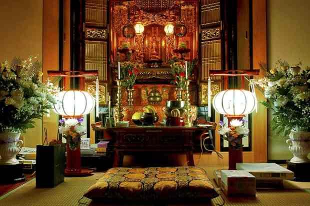 Butsudan em uma residência no Japão durante o Festival Obon (Foto: Reprodução/ Chrisdesu)