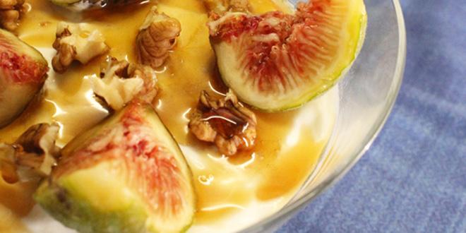 Receta de Mousse de queso, higos, nueces y miel