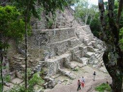 Arqueólogos en El Mirador