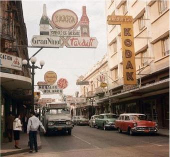 La Sexta Avenida de la ciudad de Guatemala en los 50s.