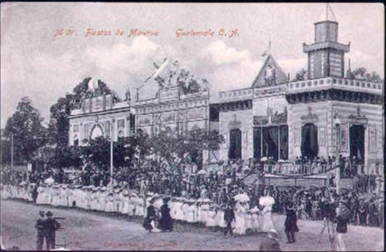 Recuerdos - Fiestas de Minerva, alrededor de 1911, época del licenciado Estrada Cabrera en lo que hoy es la esquina del Palacio y la catedral - 6a Calle y 7a Avenida