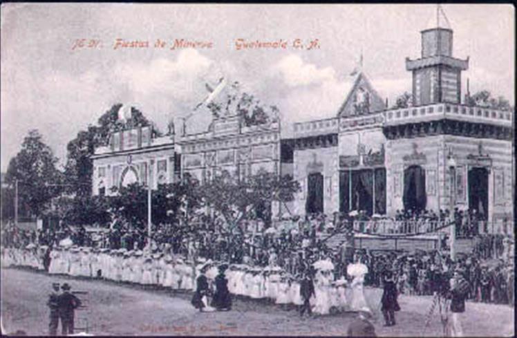 Recuerdos Fiestas de Minerva alrededor de 1911 época del licenciado Estrada Cabrera en lo que hoy es la esquina del Palacio y la catedral 6a Calle y 7a Avenida - Las Fiestas de Minerva en Guatemala