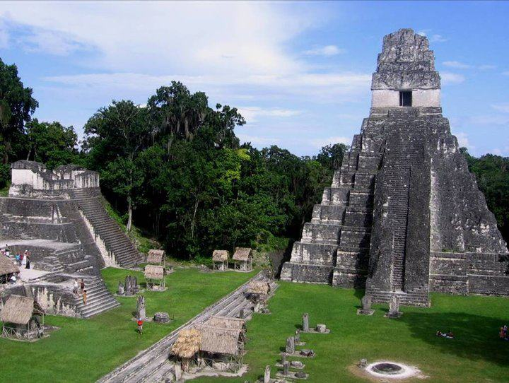 Ruinas Mayas de Tikal -foto por Alfred Cabrera.