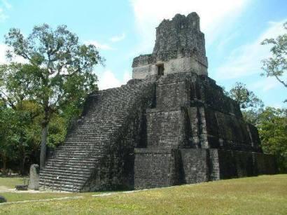 Templo de las Máscaras o Templo II en Tikal foto por Yorleny Vargas - Fotos de Construcciones de los Mayas y sus Descendientes
