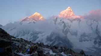 Desde Kala Patar vimos la hermosa puesta del sol sobre Nuptse Everest y Lhotse. Fue como una recompensa después de tan fatigosa subida. Fotografía Andrea Cardona - Andrea Cardona, alpinista
