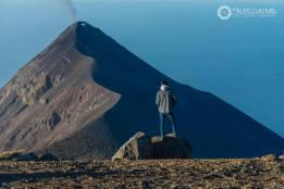 Desde el volcán Acatenango viendo parte del volcan de Fuego foto por Mauricioleonel - Galería  - Fotos de Volcanes en Guatemala