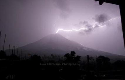 Volcanes 1 volcan de agua rayo luis fernando morataya SUPER - Galería  - Fotos de Volcanes en Guatemala