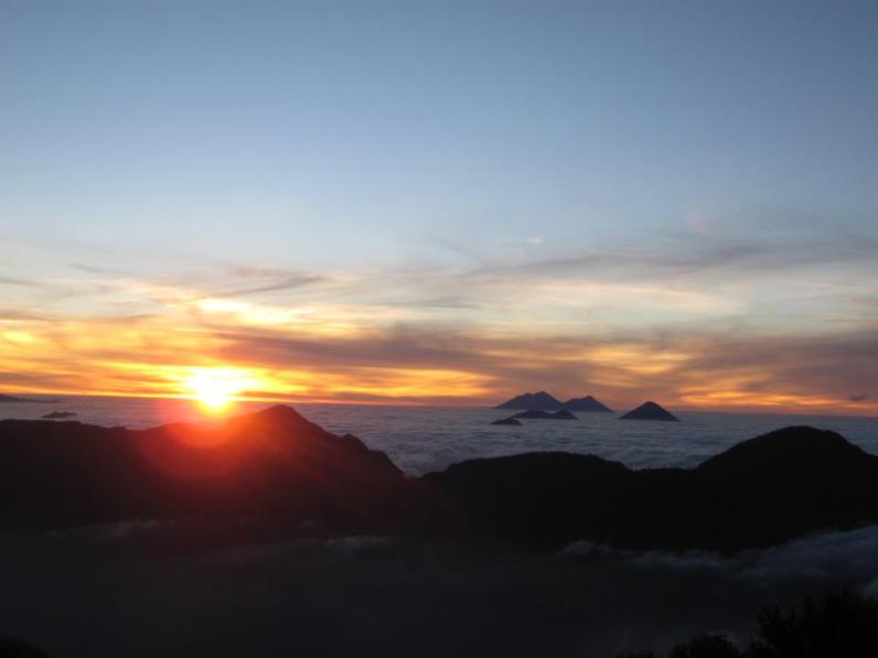 jose estuardo ruiz desde la cumbre del sta maria - Galería  - Fotos de Volcanes en Guatemala