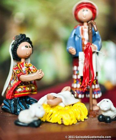Estampa del nacimiento elaborado en madera. Fotografía de Maynor Marino Mijangos - Las Artesanías de la Epoca Navideña en Guatemala