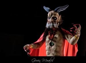 Tradicional quema del diablo en el barrio la Concepción Antigua Guatemala foto por Geovin Morales 300x223 - La Tradición de La Quema del Diablo