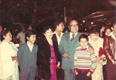 Héctor Gaitán Alfaro con su familia 2 foto por gatochapin.typepad - Héctor Gaitán Alfaro, locutor y escritor