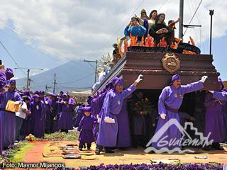 Proecesion en la Antigua Gautemala 1 Foto por Mynor Marino Mijangos - La Cuaresma y Semana Santa en La Antigua Guatemala
