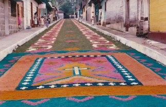 Semana Santa en San Rafael Pie de la Cuesta. Gigantes alfombras de 100 metros de largo. Tradición de 30 años foto por Luis Emilio Morales - Galería - Fotos de las Tradicionales Alfombras de la Cuaresma y Semana Santa