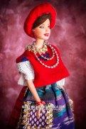 Barbie guatemalteca foto por Maynor Marino Mijangos - Las Barbies con trajes indígenas de Guatemala