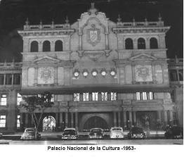 Fachada princilpal del Palacio Nacional en 1953 foto por Jorge Perez - Galería – Fotos de Guatemala de Antaño