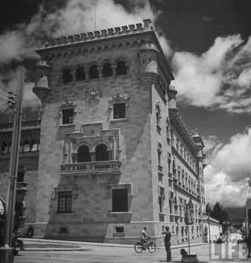 Palacio de la Policía Nacional foto por LIFE Magazine - Galería – Fotos de Guatemala de Antaño