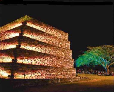 Mixco Viejo iluminado, Chimaltenango - foto por la pagina Chimaltenango.