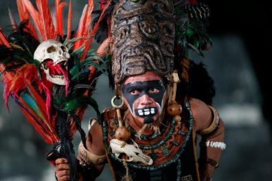 Baktun13 personaje Maya en Tikal foto por Alvaro Lima - Galería – Fotos de la Celebración del Baktún 13, Guatemala 2012