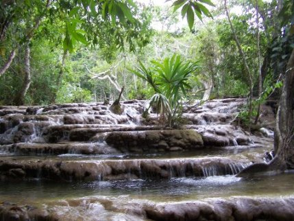 Cascadas, Calzada Mopan, Peten - foto por Julian Colmenares
