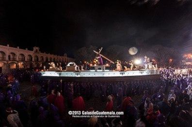 Procesión de la Imagen de Jesús Nazeno de Jocotenango a su paso por San José Catedral Antigua Guatemala foto por Maynor Marino Mijangos - Galeria - Fotos de La Cuaresma y Semana Santa en Guatemala