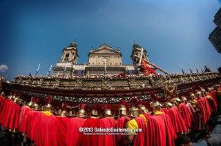 Procesion Consagrada Imagen de Jesús Nazareno de Los Milagros foto por Maynor Marino Mijangos - Tradiciones de Guatemala