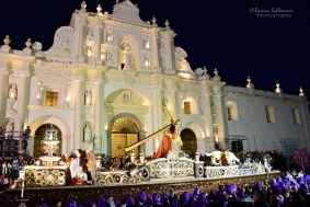 Procesion de Jueves Santo en Antigua foto por Schlemmer Photography e1364766896771 - Galeria - Fotos de La Cuaresma y Semana Santa en Guatemala