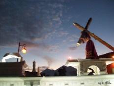 Procesion y el volcan de Fuego en erupcion al fondo foto por Mi Antigua Guatemala Morales e1364239455468 - Galeria - Fotos de La Cuaresma y Semana Santa en Guatemala
