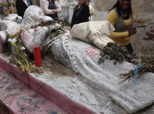 Tumba de Vanushka cementerio de Qutzaltenango foto por - Vanushka, la gitana que murió de amor, una leyenda de Quetzaltenango