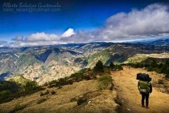 Descendiendo del Volcan Tajumulco, San Marcos - foto por Alberto Bolaños