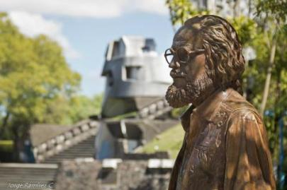 Estatua Efrain Recinos Jorge Ramirez - Galería - Fotos de Monumentos, Estatuas y Esculturas en Guatemala