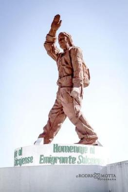Monumento al Emigrante Salcajá Quetzaltenango Rodrigo Motta - Galería - Fotos de Monumentos, Estatuas y Esculturas en Guatemala