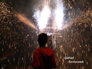 La Quema del Torito foto por Gabriel Castroconde 300x225 - Tradiciones de Guatemala