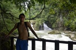 Amigos disfrutando del famoso mirador del Rio Cahabón - Guía Turística - Semúc Champey, Alta Verapaz