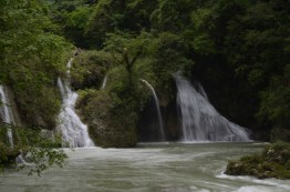Guías especializados pueden llevarte a recorrer el final de los manantiales - Guía Turística - Semúc Champey, Alta Verapaz