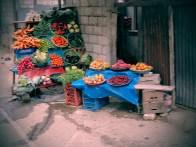 Venta de Frutas y Verduras en la carretera a Zunil copia - Guía turística - Fuentes Georginas