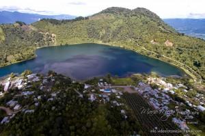 Laguna Calderas en el volcan de Pacaya foto por Mario Mejia 300x199 - Parque Calderas en la falda del volcán de Pacaya