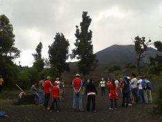 Dinámicas y talleres grupales se desarrollan en la cima del Cerro Chino, volcán de Pacaya