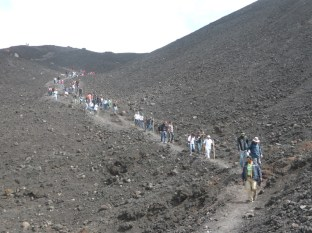 """Grupos de turistas empresas o familias visitan con frecuencia """"El Pacaya"""" - Guía Turística - Volcán de Pacaya"""