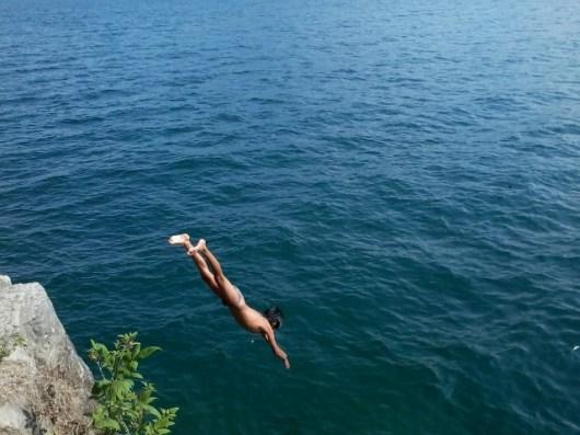 Puedes nadar en las orillas del lago sin ningun problema - Guía Turística - San Juan La Laguna, Sololá
