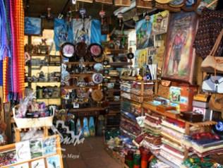 mercado artesanias ciudad guatemala 300x225 - Mercado de Artesanías en la Ciudad de Guatemala