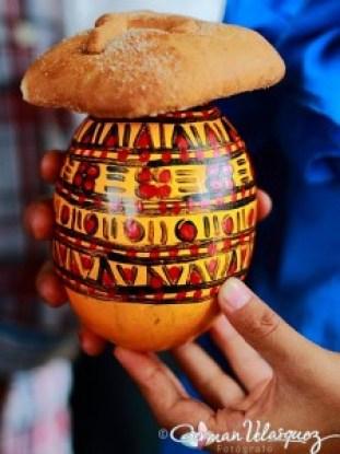Chilate atol blanco elaborado a partir de maíz venden todos los días en la plaza de Rabinal Baja Verapaz con pan dulce foto por German Velasquez 225x300 - El pan dulce de los guatemaltecos