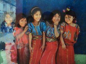 Rostros en Guatemala chapincitas foto por Luis Corado P - Los coloridos trajes indígenas de Guatemala