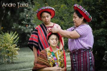 Trajes indígenas de Santiago Atitlán foto por André Tziná