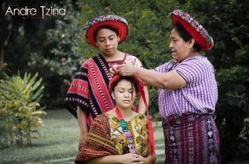 Trajes de Santiago Atitlán foto por André Tziná - Los coloridos trajes indígenas de Guatemala