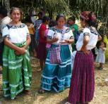 Trajes indígena de Maya Mopán en San Luis, Petén - foto pot Asi es Peten