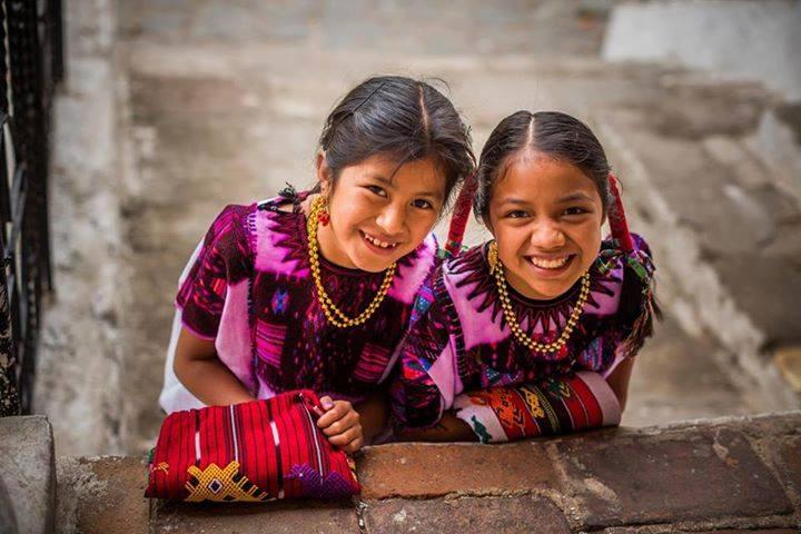 Niñas guatemaltecas o chapinas, Chichicastenago - foto por Ivan Castro Guatemala