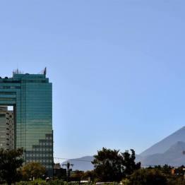 Ciudad de Guatemala, edificio Tikal Futura - foto por Hugo Altan