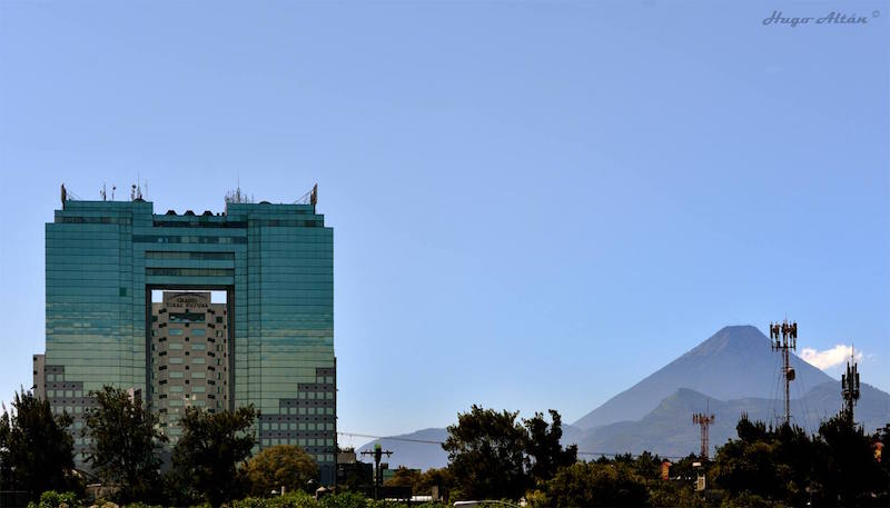 Ciudad de Guatemala edificio Tikal Futura foto por Hugo Altan - Los 10 Edificios más Altos de Guatemala