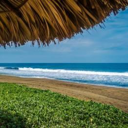 Playa Hawaii en Monterrico, Santa Rosa - foto por Marcelo Jimenez Foto and Video