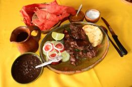 comida - Almuerzo, carne de cordero en Chiantla, Huehuetenango - foto por Acuarela Chapina